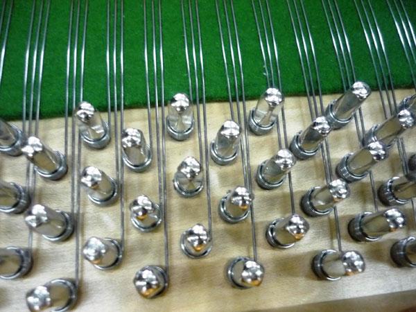 detalle-del-encordaje-con-las-nuevas-clavijas